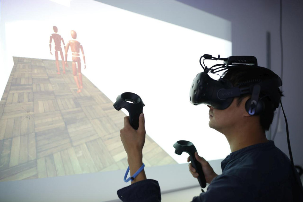 In the Virtual Reality Lab, participants are immersed in a virtual world where they are observed as they react to specific situations and complete tasks. The tests are individually programmed for each experiment.